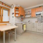 Die Küche einer Garconniere im WIR-Haus in Absam