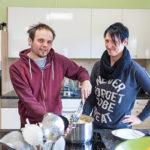 Gemeinsam kochen die Bewohner im WIR-Haus in Mils