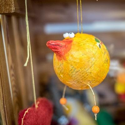 Papmache-Vogel aus der Werkstätte von WIR