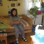 Gerda im Bett auf ihrem Zimmer im Wohnhaus Fritzens