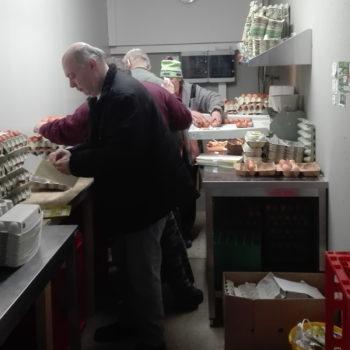 wir sozialdienstleistungen-Eiersortieren Vinschgerhof